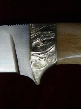 Wüstenmesser mit Beduinenauge und Sanddünen Gravur: Nadine Kierok (Messermacher Richard Kappeller)